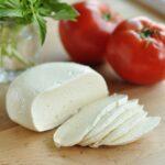 Pięć powodów, dla których warto jeść mozzarelle