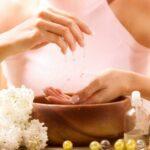 Zabieg parafinowy na dłonie – jak wykonać w domu