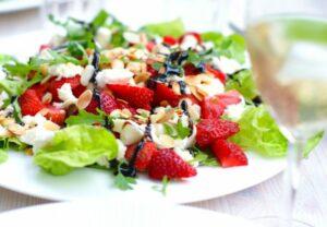 salatka z truskawkami11