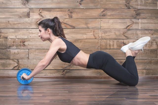 Trzy ćwiczenia na mięśnie dolnych partii brzucha