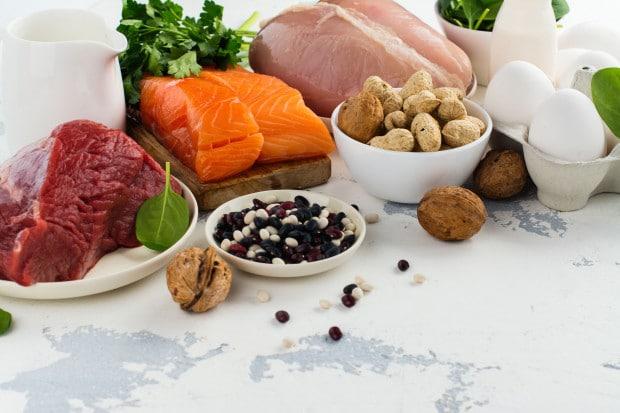 2109612 Wlasciwa dieta wspomaga kondycje wlosow i paznokci